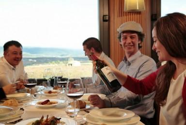 4. Visita Bodega y Museo + Degustación de 2 vinos + Restaurante
